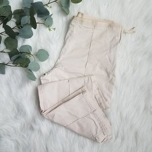 GAP Sz 2 Cropped Khaki Pants
